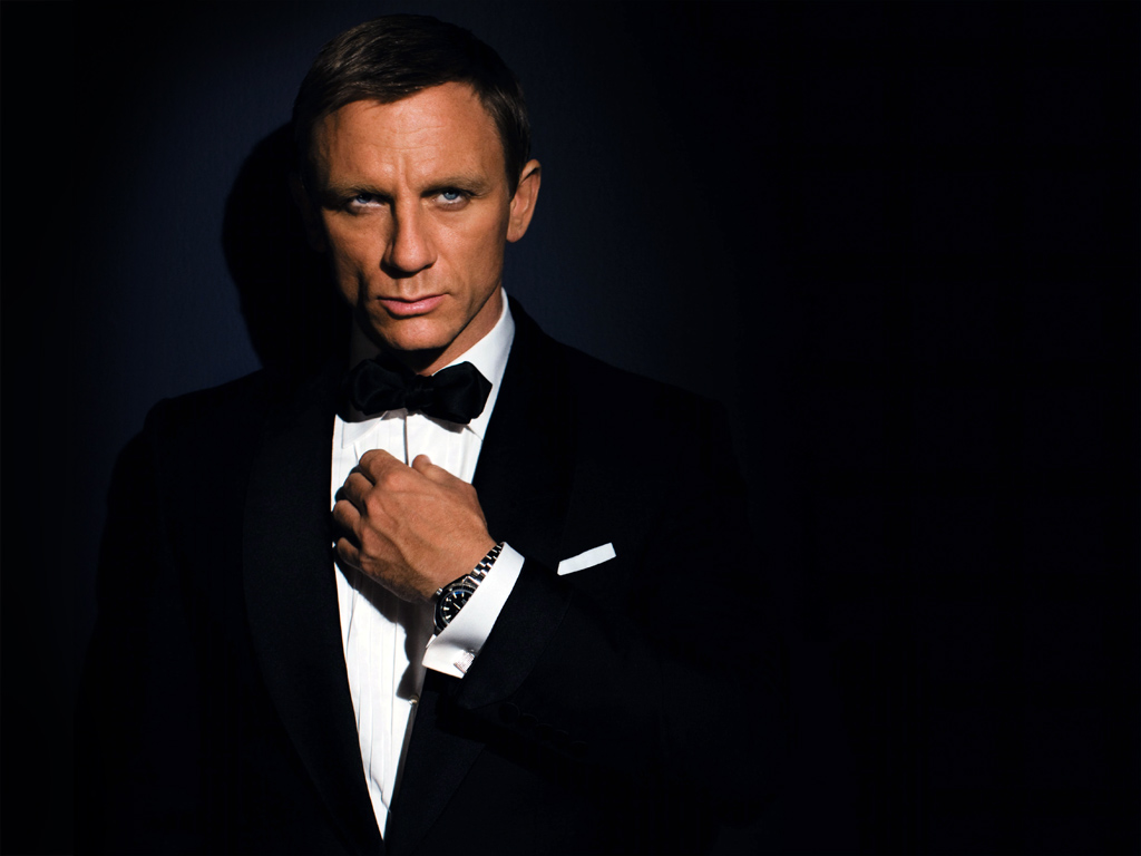 James Bond Replaces Martini With Beer In Skyfall Noise11com