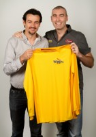 Former Wiggle Sam hands back his Yellow Skivvy to Greg