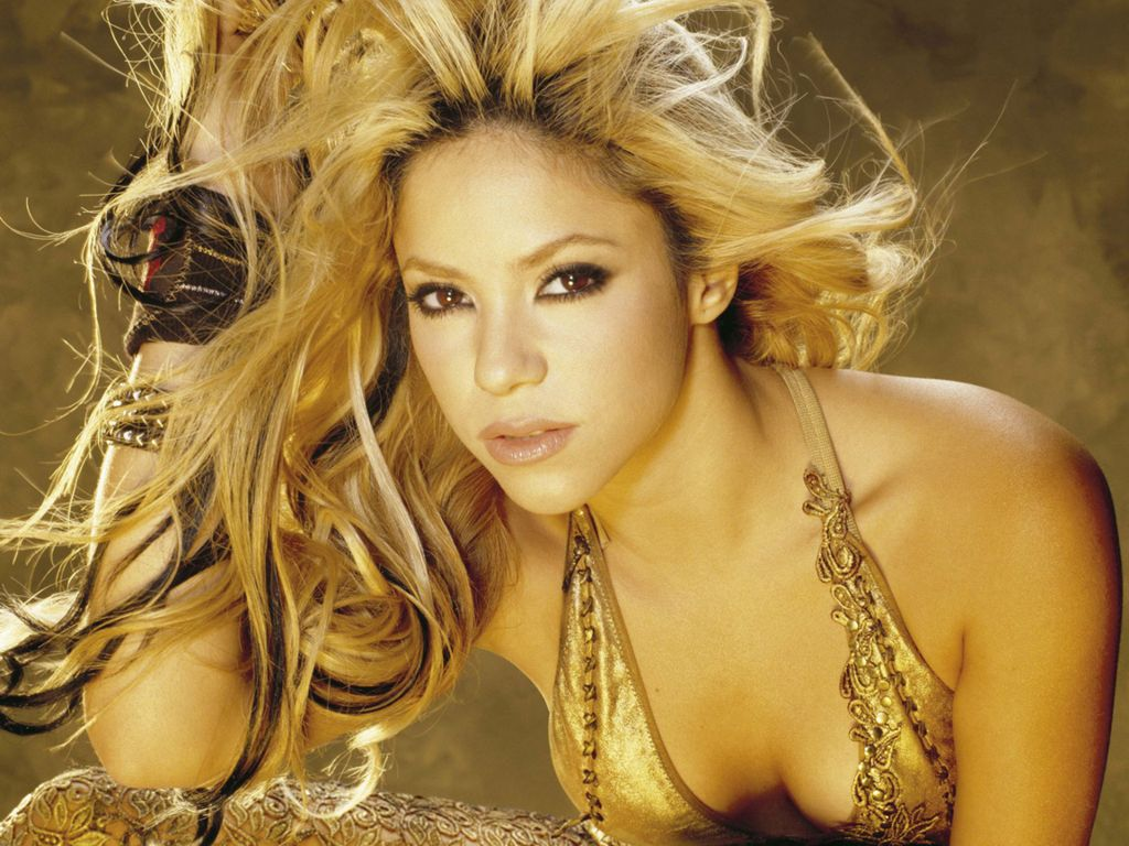 Shakira topless pictures — 1