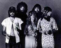 Fleetwood Mac with Christine McVie around Rumours, Noise11, Photo