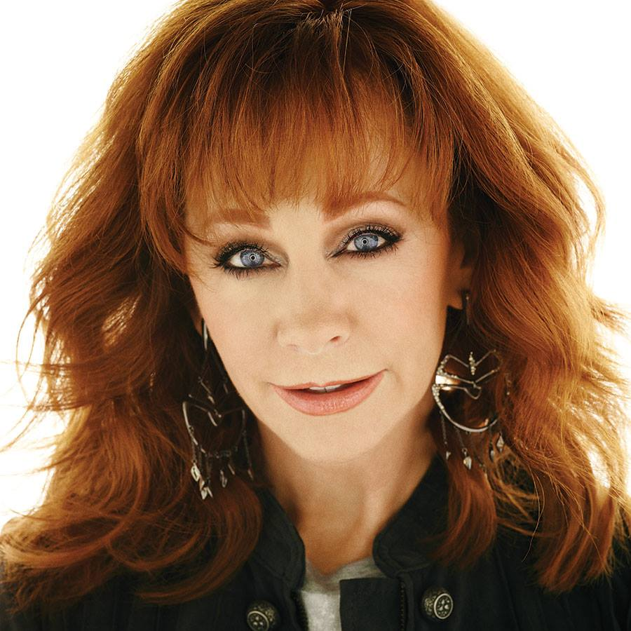 how tall is reba mcentire