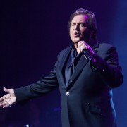 Engelbert Humperdinck photo by Ros OGorman