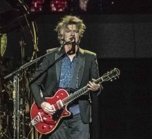 Fleetwood Mac Neil Finn at Rod Laver Arena photo by Mary Boukouvalas