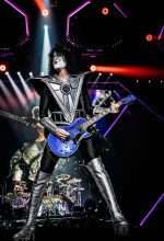 Tommy Thayer with his Electric Blue Les Paul