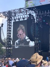 Elton John starts Rochford Winery show in 40 degree heat