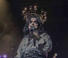 Alice Cooper photo by Mary Boukouvalas