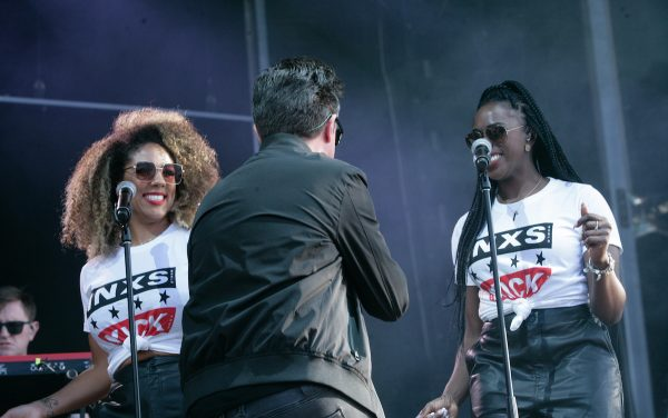 Rick Astley and his INXS backing singers at A Day On The Green 2020 photo by Serge Thomann
