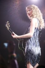 Taylor Swift photo by Ros O'Gorman