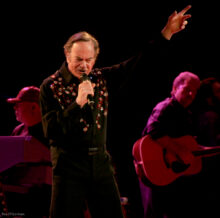 Neil Diamond photo by Ros O'Gorman