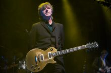 Neil Finn of Crowded House photo by Ros O'Gorman