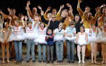 Elton John & Lee Hall with original Aust cast 2007 - BILLY ELLIOT THE MUSICAL - PIC CREDIT JAMES D MORGAN